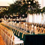 Krzesła o-back na sali weselnej
